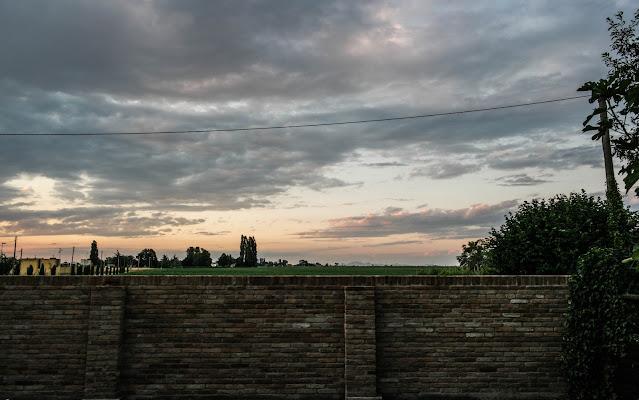nuvole oltre la mura di Gil