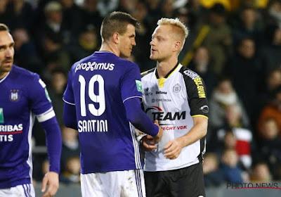 Le mauvais geste d'Ivan Santini qui a échappé aux arbitres de Lokeren-Anderlecht