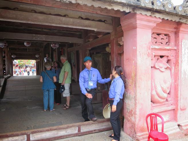 vé tham quan chùa Cầu lang thang