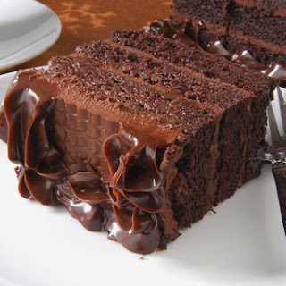 This Hershey's Inspired Cake With Chocolate Buttercream Frosting Is A Chocolate Lovers Dream Come True