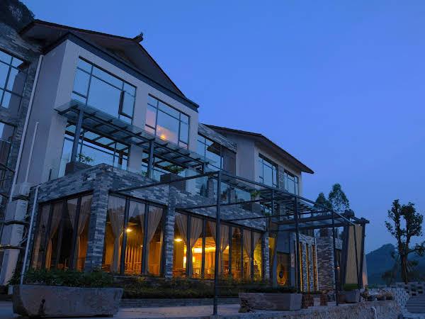 Yangshuo Moon Nest Resort