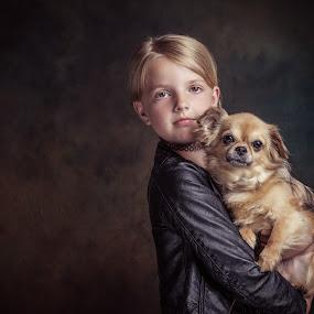 Sterre & Beau by Henk  Veldhuizen - Babies & Children Child Portraits ( chihuahua, child portrait, fineart, dog portrait, child )