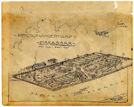 Photo: Lukisan Kamp Mariso atau biasa juga disebut Kamp Bambu yang dibuat sendiri oleh para tahanan. Lukisan tertanggal 28 Agustus 1945