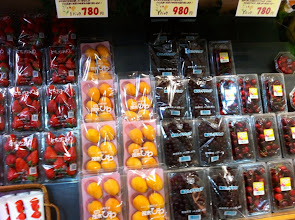Photo: BEAUTIFULLY packaged fruit in supermarket. Ogikubo, Tokyo.