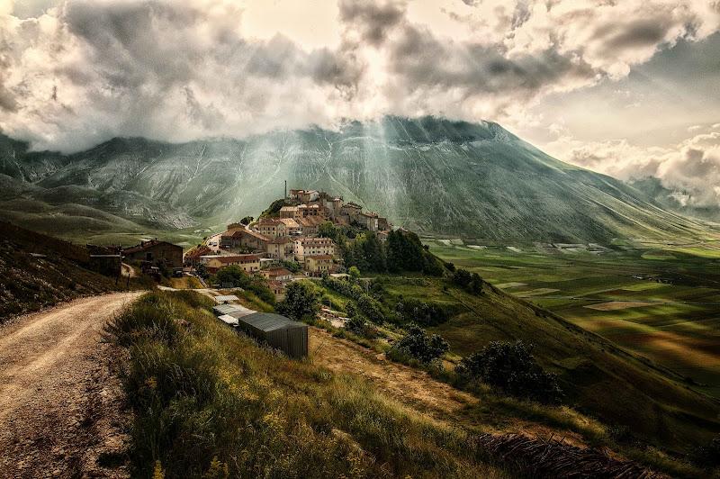 Un tempo...Castelluccio di Sergio Locatelli