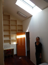 Photo: Beijing - looking for room, southeast from work in walking distance, funny high ceiling room with shelfes on all walls without single normal cabinet with lights switches and power outlet in floor :-) 1400 or 1200RMB per month, dont' remember, nice real estate agent girl, photo taken 111002