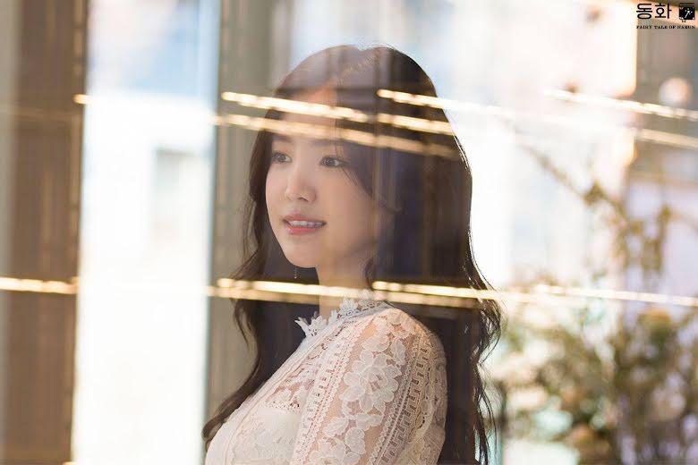 Naeun in this stunning white dress will make you wish she ...