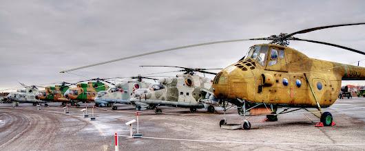 Photo: Śmigłowce - od lewej: Mi-9 (zmodernizowana wersja Mi-8T), dwa Mi-8T w ratowniczej wersji SAR z wyciągarką, Mi-24P, Mi-24D i Mi-4