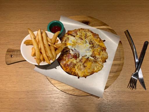 三訪良師塾 流心蛋披薩🍕好吃😋 咖啡個人喜歡:水洗,衣索比亞(冰)有點荔枝及野薑花香氣 青醬雞肉義大利麵🍝雞肉軟嫩好吃🐔(好像有用酵素處理過🍍) 紅花蜜🐝🌺頗特別的