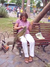 Photo: turista con iguana Guayaquil Ecuador http://www.viajarxecuador.com/