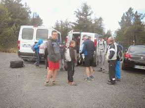 Photo: Tout le monde s'équipe pour l'ascension du Mezenc.