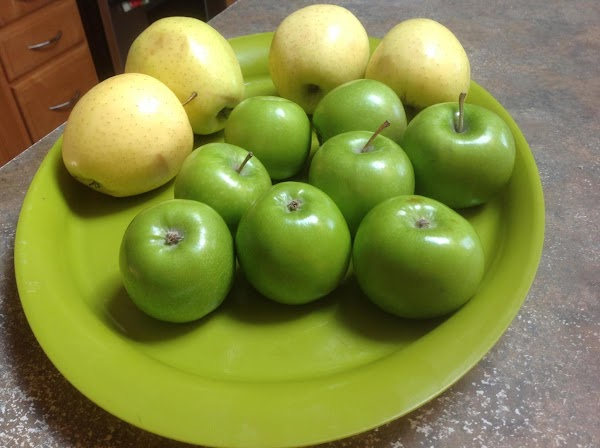 PREHEAT OVEN TO 425 DEGREES F. Wash peel, core & slice apples into even...