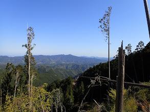 竜門山(中央)と音羽山(左)