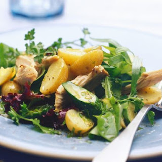 Flaked Fish and Potatoes with Salad Leaves