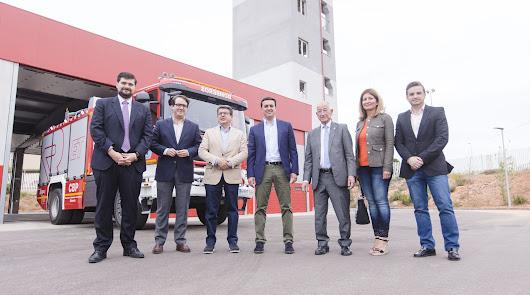 Diputación y Ayuntamiento visitan el Parque de Bomberos de Roquetas