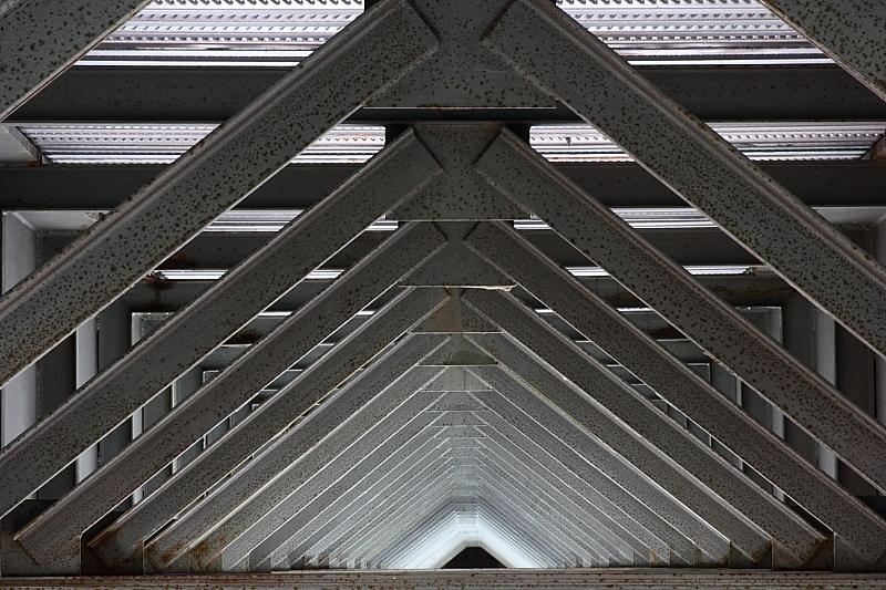 Under the bridge di Alessandro Remorini
