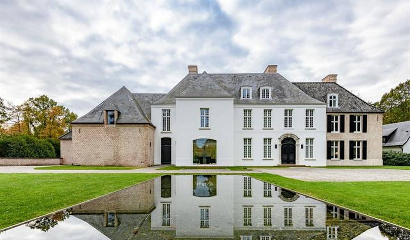 House with pool Schilde