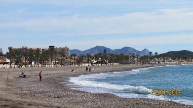 Photo: bahaiastranden full med Spanjorer som fiskar eller bara njuter av Söndagens vackra väder
