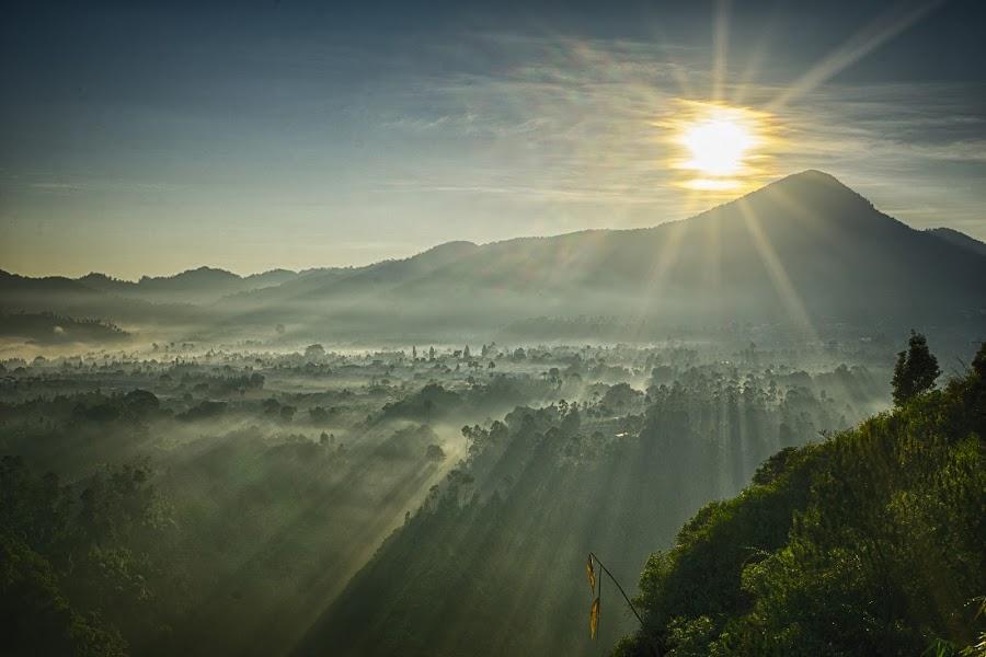 Chasing the sunrise by Henry Suwardi - Landscapes Sunsets & Sunrises ( #GARYFONGDRAMATICLIGHT, #WTFBOBDAVIS,  )