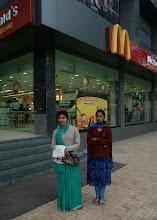Photo: McDonalds Varanasissa - intialaiset poseerasivat mielellään ja ottivat myös meistä paljon kuvia!