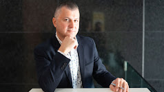 Agente inmobiliario Viktor Kotsur.