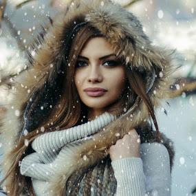 Jovana by Dragana Trajkovic - People Portraits of Women ( canon, model, nature, serbia, belgrade, woman, snow, portrait,  )