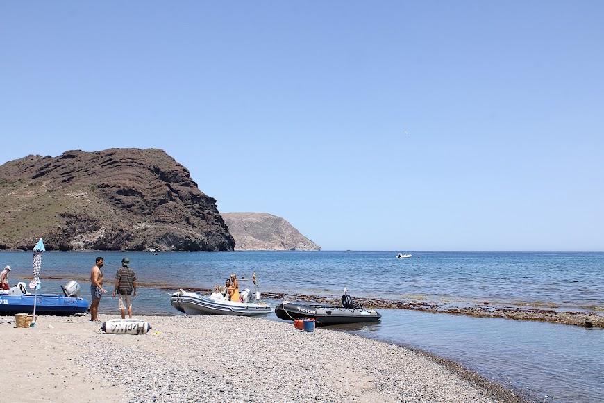 Zodiac y embarcaciones para recorrer las calas del Cabo de Gata.