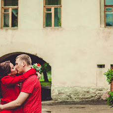 Wedding photographer Dmitriy Kamenskiy (DiKiy). Photo of 31.10.2014