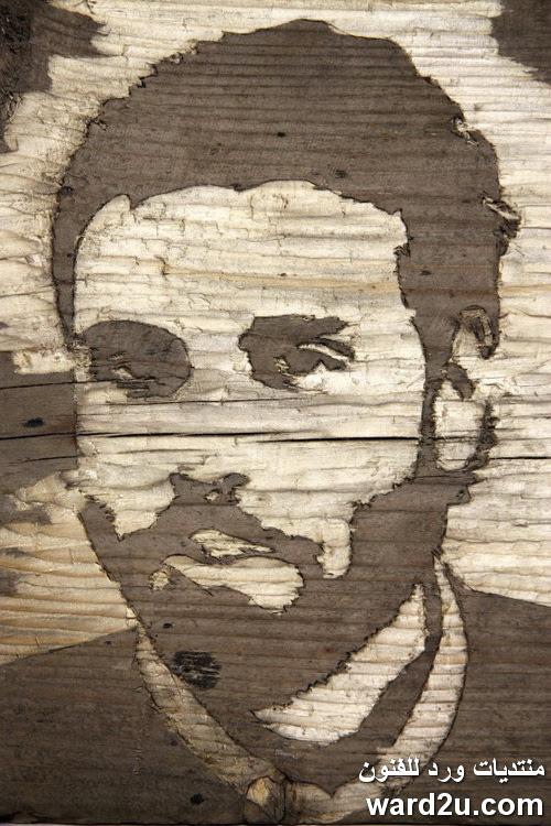 نحت بورتريهات على خشب للفنان Kyle Bean