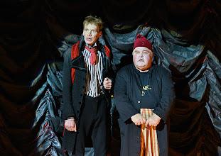 """Photo: WIEN/ BURGTHEATER; """"DANTONS TOD"""" von Georg Büchner. Inszenierung; Jan Bosse. Premiere 24. Oktober 2014. Stefan Wieland, Peter Scheidlegger. Foto: Barbara Zeininger"""