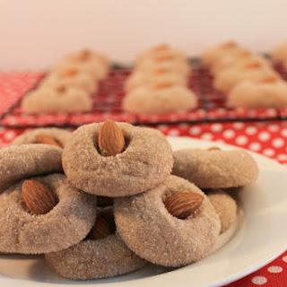 Classic Italian Amaretti Cookies Recipe