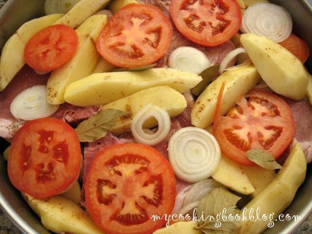Псито (Ψητό) или пържоли на фурна с картофи, домати, лук, дафинов лист и канела