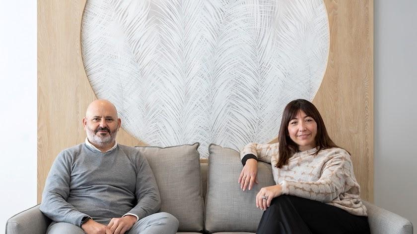 Diseño de las oficinas de Francisco Salas e hijos, con Francisco Salas con Marisa Cuadrado.