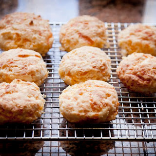 Red Lobster-Style Cheese Garlic Biscuits.