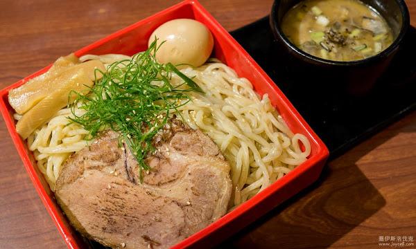 台北拉麵店:鷹流拉麵,湯頭全台最濃郁!50元美奶滋叉燒飯必點