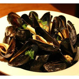 Mussels In Ginger and Lemongrass Broth.