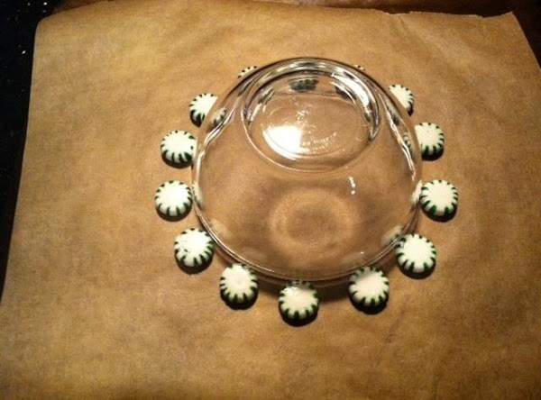 PLACE MINTS AROUND BOWL NOW CAREFULLY REMOVE BOWL.