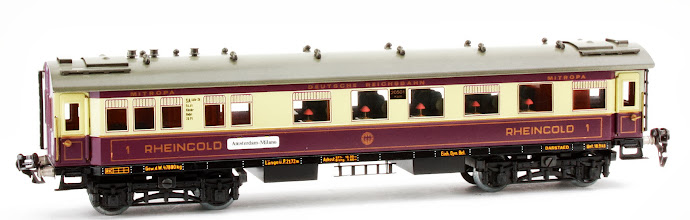 Photo: DR 'Rheingold' All 1st Dining Car