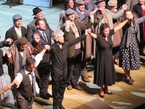 Photo: SALZBURG 2015: NORMA 3,8.2015.  Schlussapplaus Ensemble. John Osborn (Pollione), Giovanni Antonini (Dirigent), Cecilia Bartoli (Norma), Liliana Nikiteanu (Clothilde) Foto: Dr. Klaus Billand