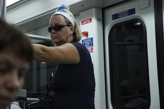 """Photo: Замечательная американка. У нее на короне надпись """"Поздавьте меня в мой 56-й день рождения""""????!!!!!"""