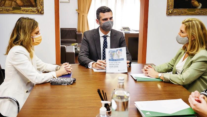 Reunión mantenida entre el alcalde y la secretaria general de Vivienda