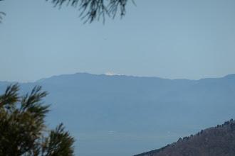 奥に木曽御嶽山がわずかに望め