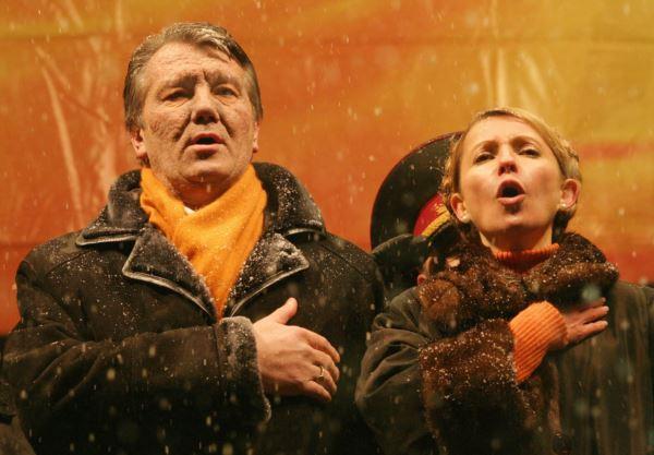 """Виктор Ющенко и Юлия Тимошенко во время """"оранжевой революции"""""""