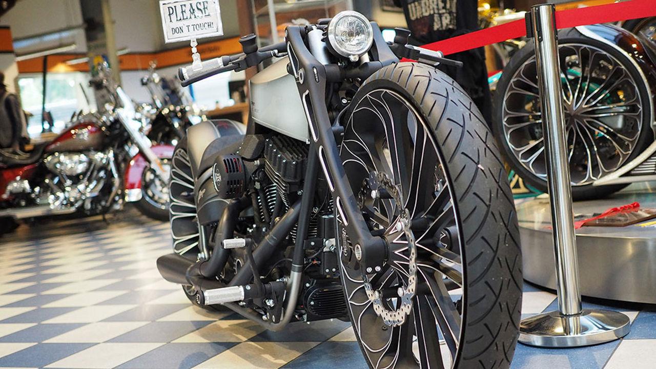 Harley Davidson Softail Breakout R v3.0 by Thunderbike