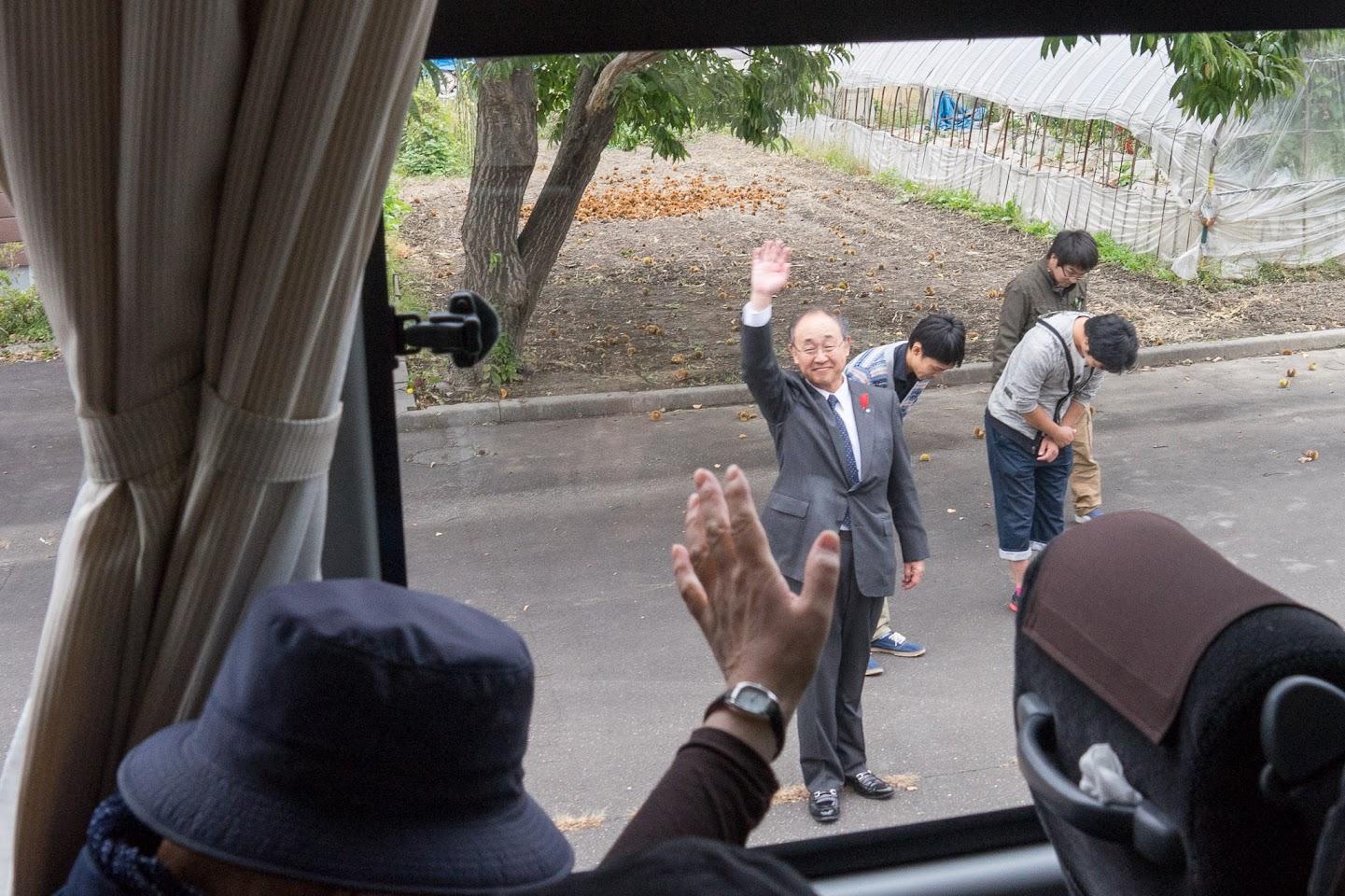 熊田義信 町長、北竜町若手職員のお見送り