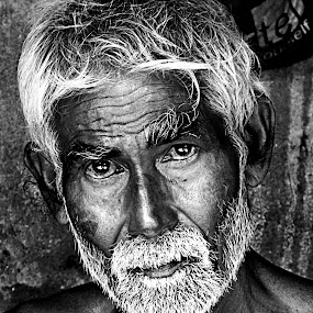 the old man by Dola Das - People Portraits of Men ( face, people, woman, b&w, portrait, person )