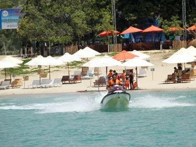 Bãi Dài Nha Trang có khu vui chơi trên biển