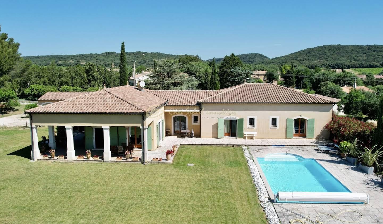 Propriété avec piscine Castillon-du-Gard