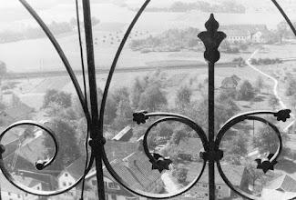 """Photo: Von der """"Laterne"""" des Kirchturms aus gesehen - noch mit """"Pfarrersteig"""" un daltem Pfarrhof"""