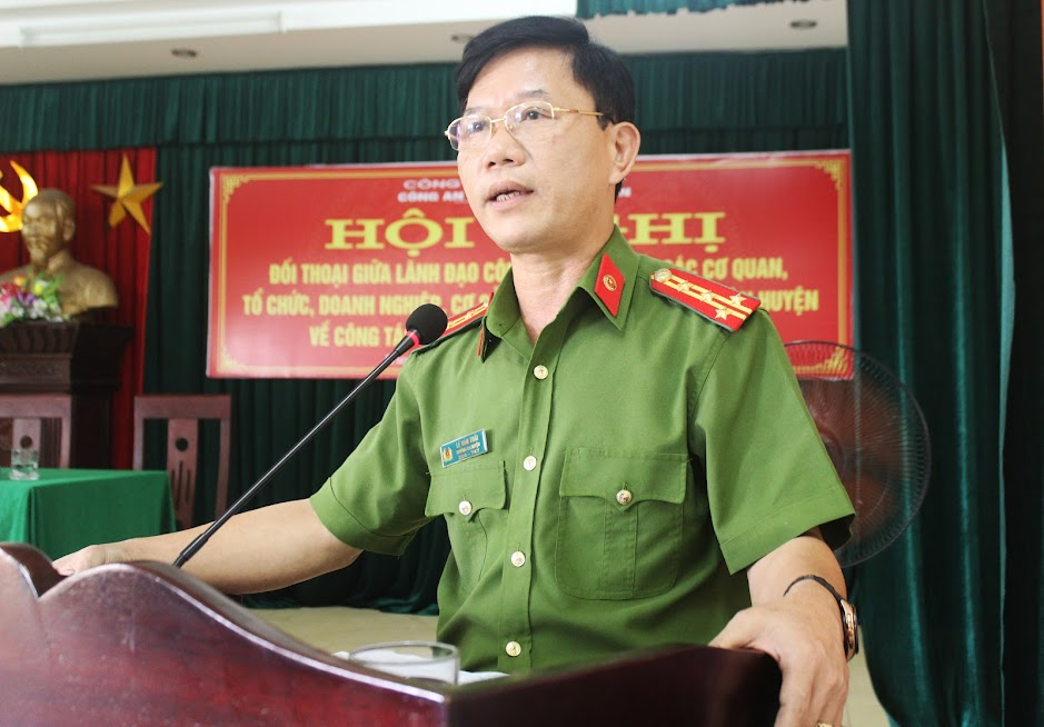 Đồng chí Đại tá Lê Văn Thái, Trưởng Công an huyện Hưng Nguyên kết luận Hội nghị